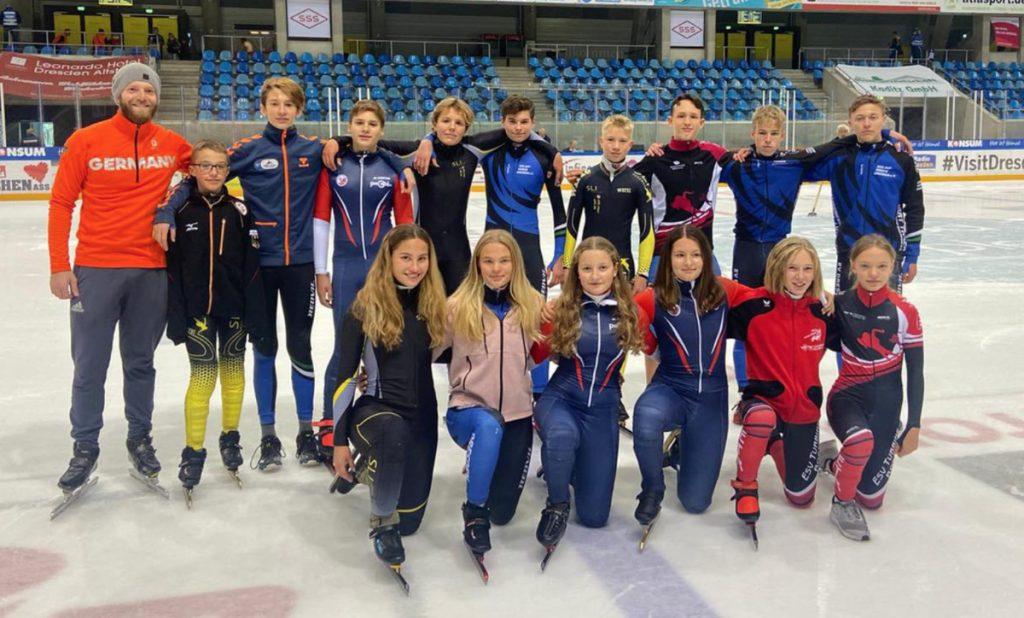Alle Sportler auf dem Eis
